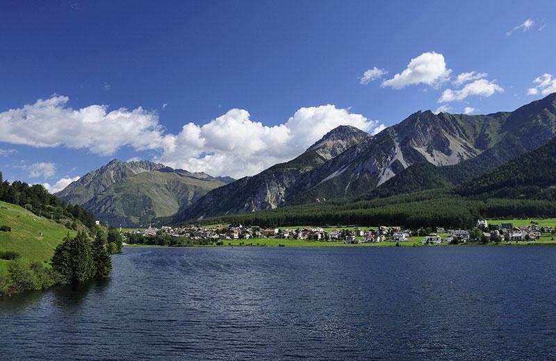 Lago di San Valentino nell\u0027area vacanze Val Venosta in Alto Adige